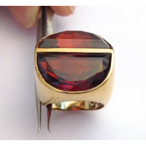 18kt Solid Gold Ring with Garnets - gr. 24.73