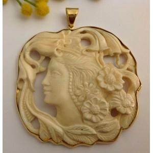 Кулон из жёлтого золота 18 кт - с растительным слоновой кости - gr. 57.38