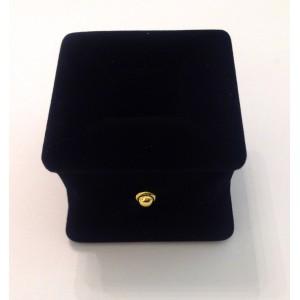 Футляр для кольца из черного бархата