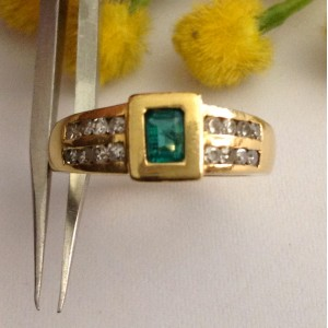 Anello in oro 18kt con Smeraldo e Diamanti - gr. 6.433