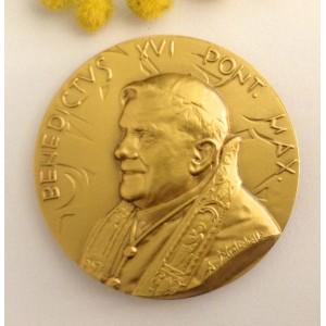 Медальон - Папа Бенедикт XVI и папская печать - из позолоченной латуни.