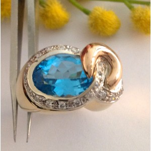18kt Solid Gold Ring with Light Blue Topaz - gr. 13.8