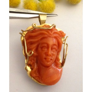 18kt Solid Gold Pendant with Rubrum Coral- gr. 9.1