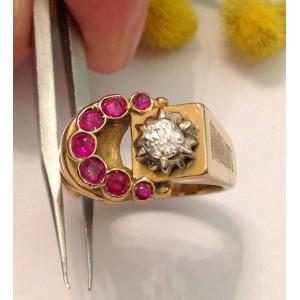 18kt Solid Gold Vintage Rubies and Diamond Ring - gr. 10.1