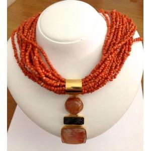 Коралловое ожерелье из жёлтого золота - 18 кт с подвеской из розового кварца оникса - gr. 157,26