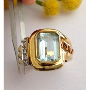 18kt Solid Gold Ring with Aquamarine and Diamonds - gr. 10.98