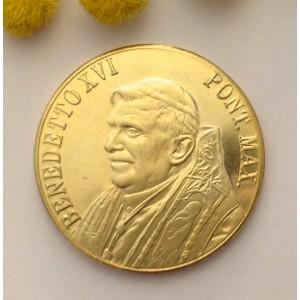 Медальон - Папа Бенедикт XVI и Площадь Святого Петра- из позолоченной латуни.