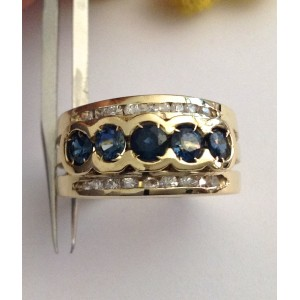 18kt Solid Gold Ring with Sapphires  - gr. 8.79