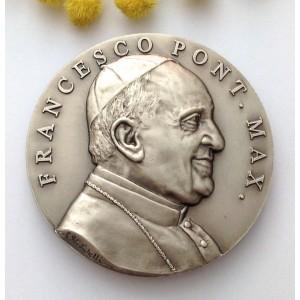 Medaglione Papa Francesco / Pietà di Michelangelo
