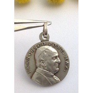 "925 Sterling Silver "" Pope Francisco "" Medal"